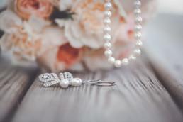 Brautstrauß und Schmuck im Detail