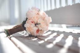 Brautstrauß auf dem Balkon