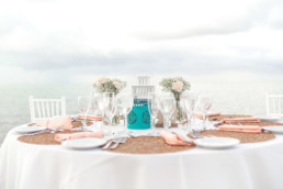 Gedeckter Tisch am Meer