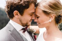 Brautpaar im Detail Kopf an Kopf