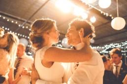 Romantischer Brauttanz mit dem Brautpaar